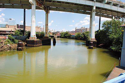 EPA eyes sewage flow into Newtown Creek 1