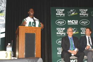 Jets honor Queens Metro for anti-bullying work 2