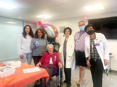 Piano player turns 104 1