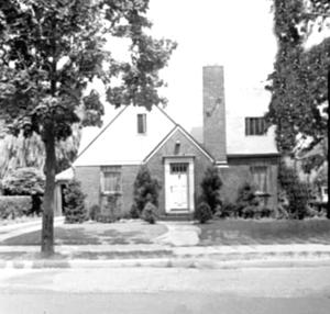 <p>The childhood home of Robert Moog at 51-09 Parsons Blvd. in Flushing, as it looked in the 1940s when he was boy.</p>