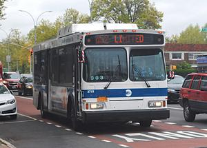 Pols: Put bus lanes on the service road 1