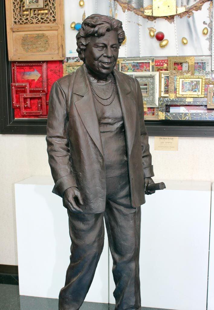 Shulman honored in 6-foot bronze 2