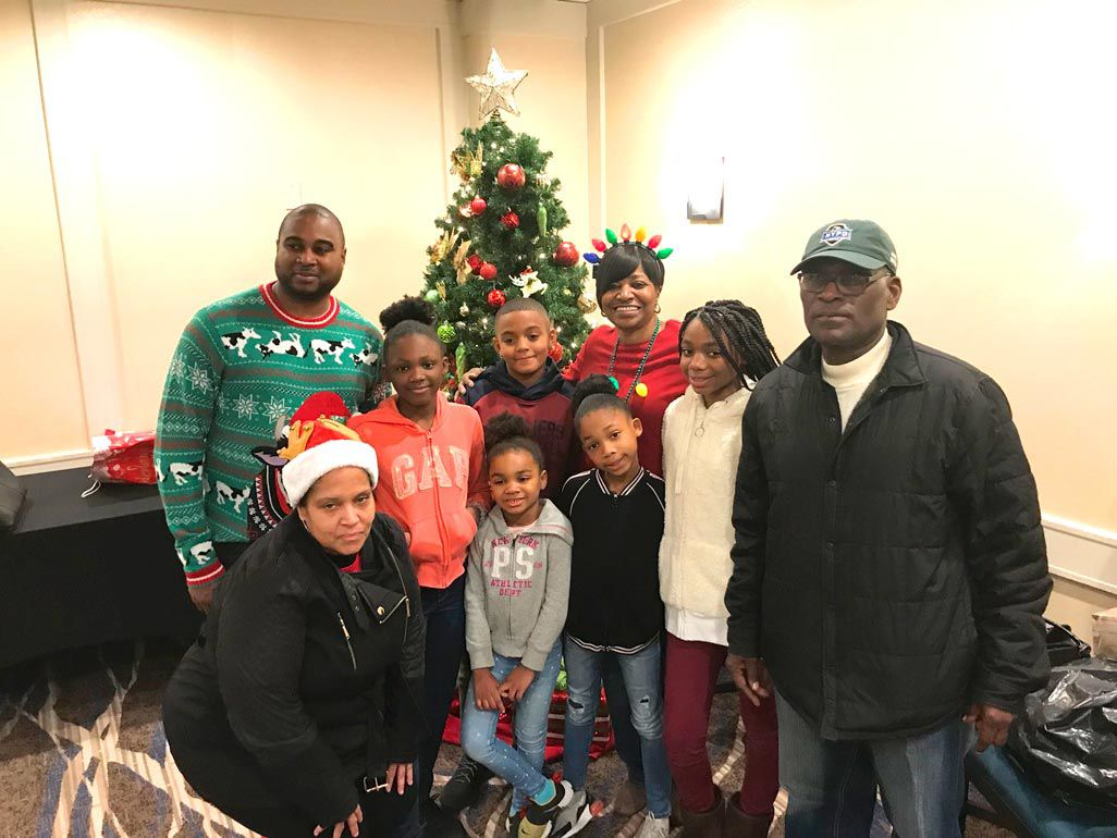 'Tis the season for smiles in the 113th Pct. 2