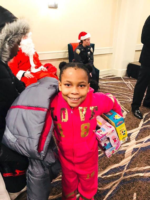 'Tis the season for smiles in the 113th Pct. 6