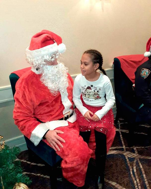 'Tis the season for smiles in the 113th Pct. 1