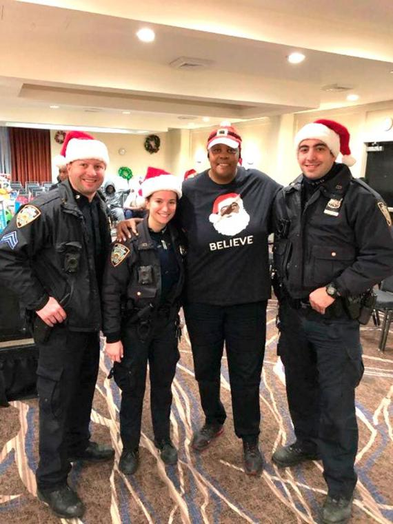 'Tis the season for smiles in the 113th Pct. 10