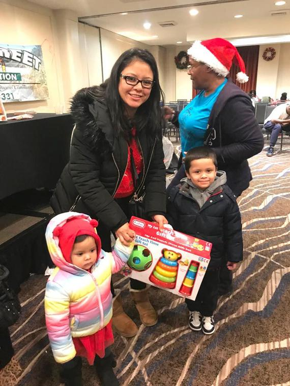 'Tis the season for smiles in the 113th Pct. 5