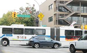 CB 9 still does not like Q10 artic buses 1