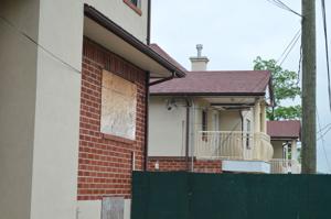 Huang houses remain eyesore in Bayside 1