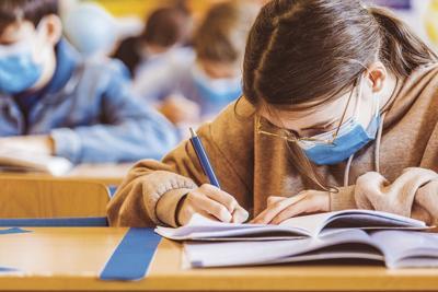 De Blasio announces elimination of middle school screens