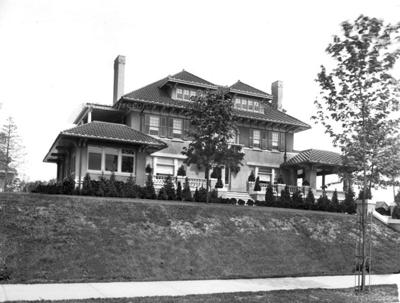Van Sicklen had one ofthe finest homes in Jamaica 1