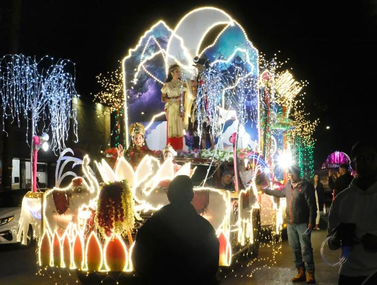 A glittering parade, a night for the gods  3