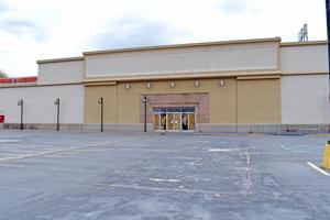 New hope for the Douglaston Plaza mall 1
