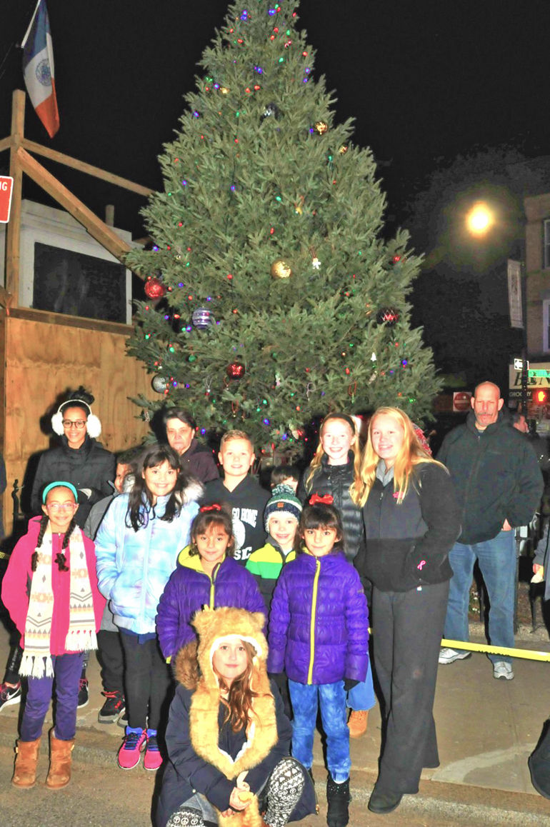 Let them know it's Christmas time - Queens Chronicle: Event Photo ...