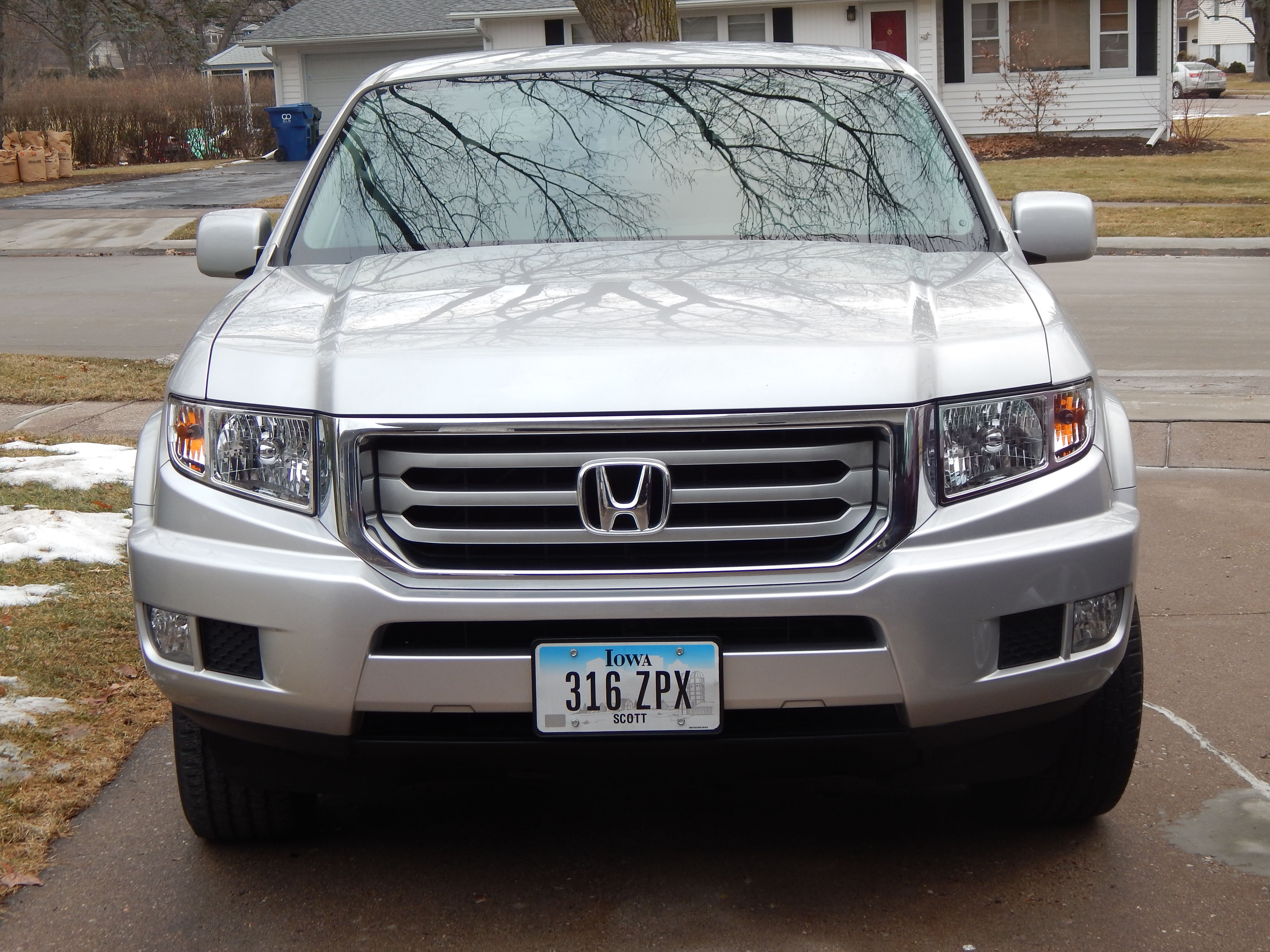 2014 Honda Ridgeline RTS, Silver ext, gray cloth interior image 1