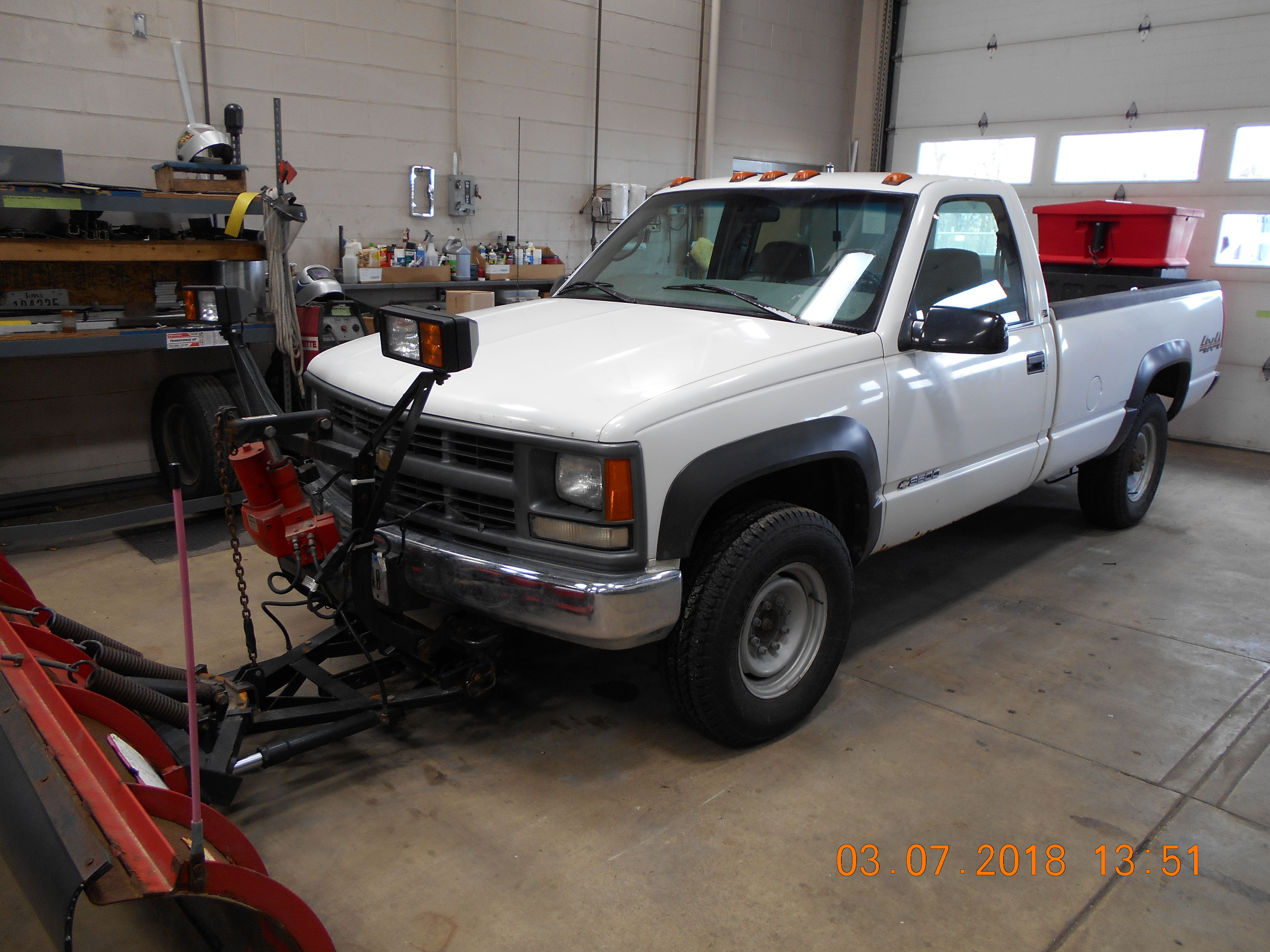 1997 Chevrolet 4X4 truck with plow/spreader and air compressor image 1