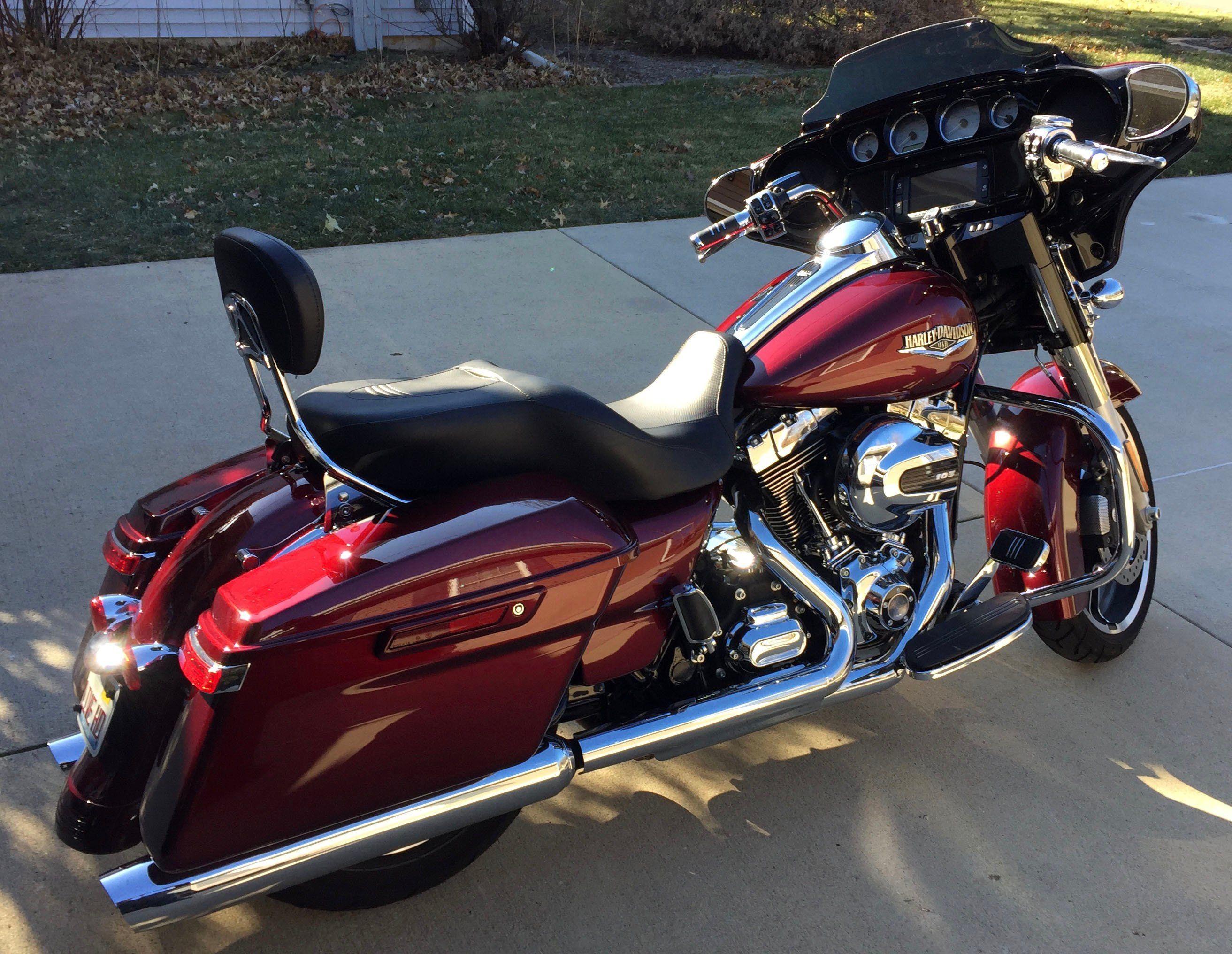 HARLEY 2014 Streetglide Special - estimated 6000 miles, various accessories