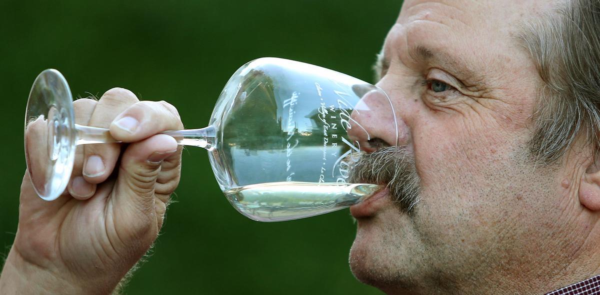 081117-LeClaire-beer-wine-001