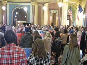 Anti-mask protest marks opening day of 2021 Iowa legislative session
