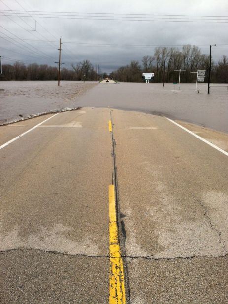 Illinois 84 under water by Colona