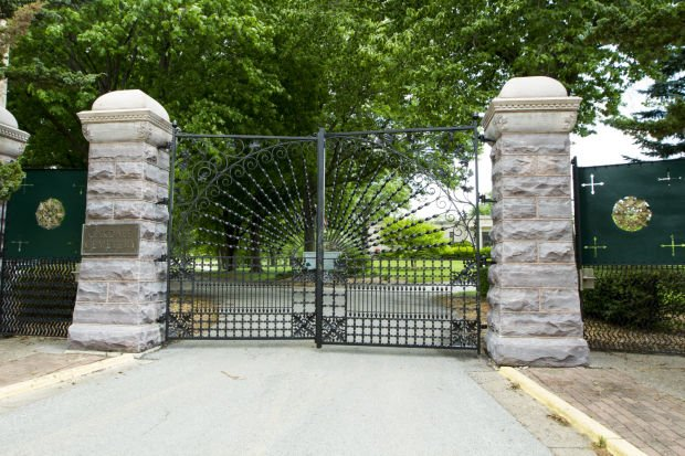 060214-oakdale-gates-01