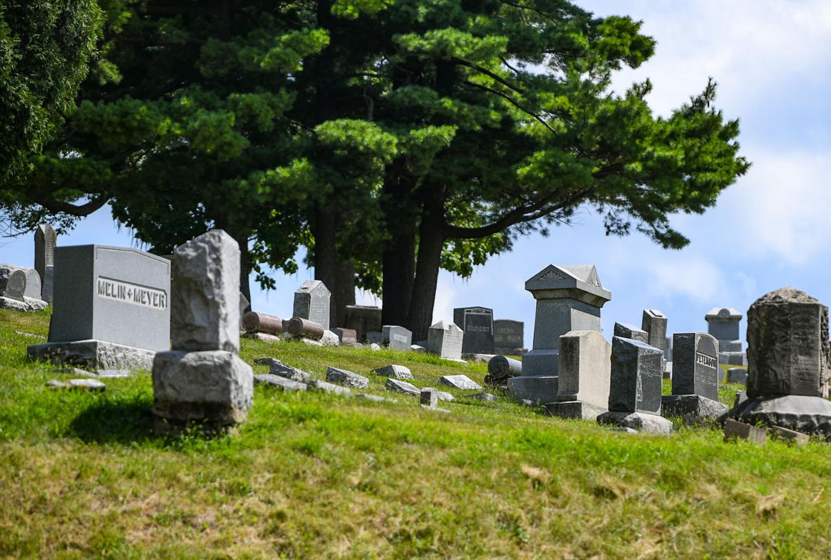 081821-qc-nws-burial-004
