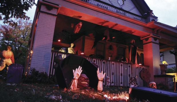 Homeowner Goes All Out With Halloween Decorations Home And Garden