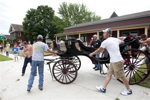 Horses bolt during Iowa parade; 1 killed, 23 hurt
