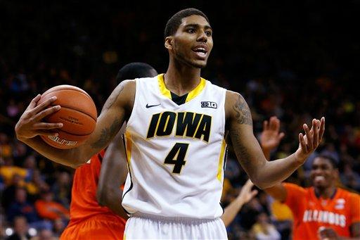 Illinois Iowa Basketball