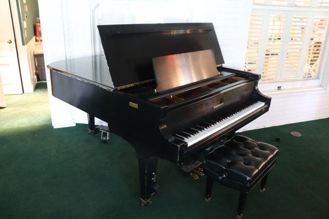 arsenal baldwin grand piano.png