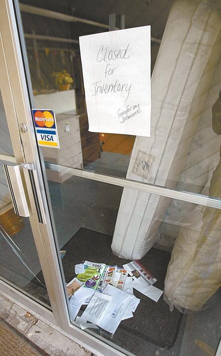 Evans Furniture Store Locks Its Doors