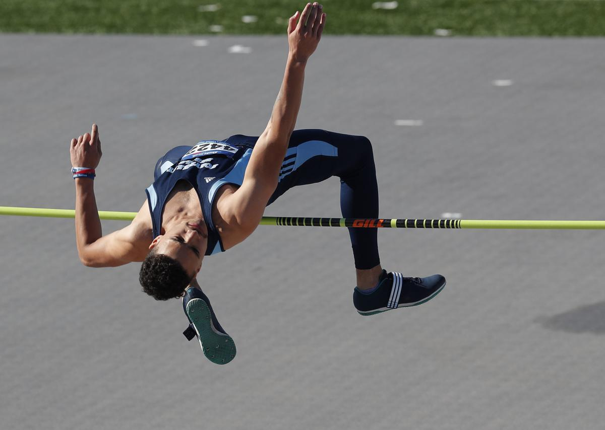 042518mp-DrakeRelays-boys-highjump-3