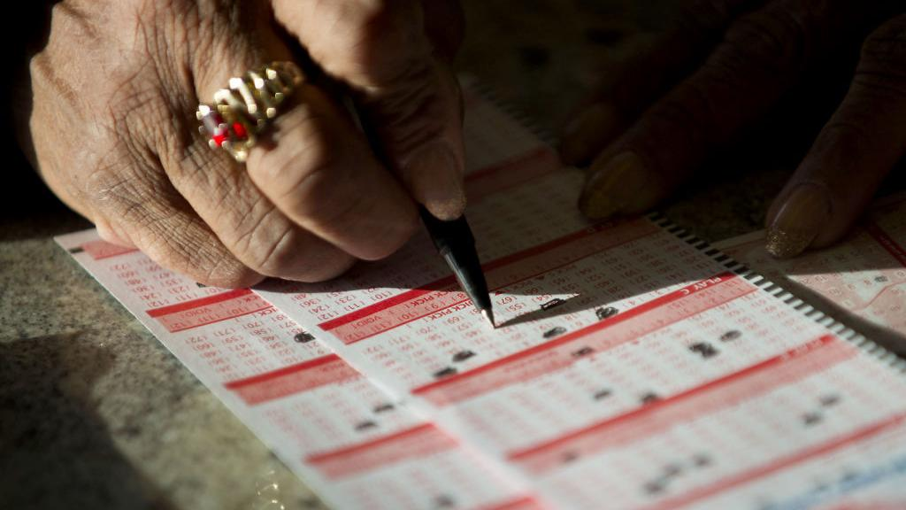 2 winners in $636M Mega Millions drawing; neither bought ...