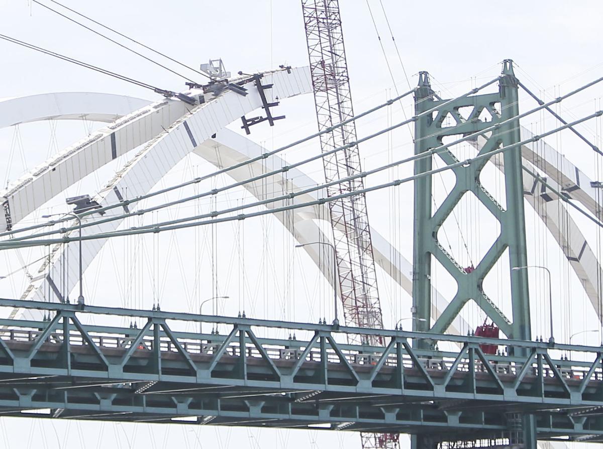 040621-qc-nws-bridge-03.JPG