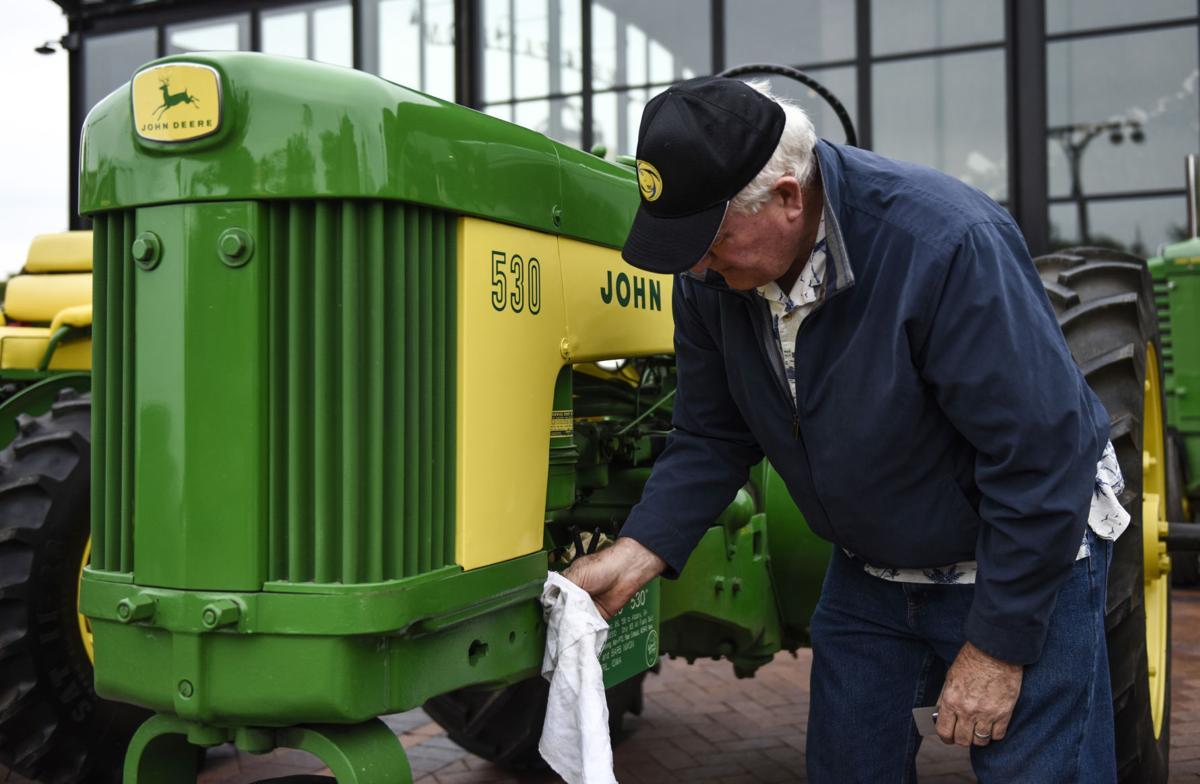 090818-tractorparade-02a.jpg