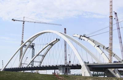 040621-qc-nws-bridge-01.JPG