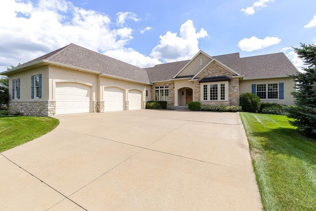 4 Bedroom Home in Bettendorf - $525,000