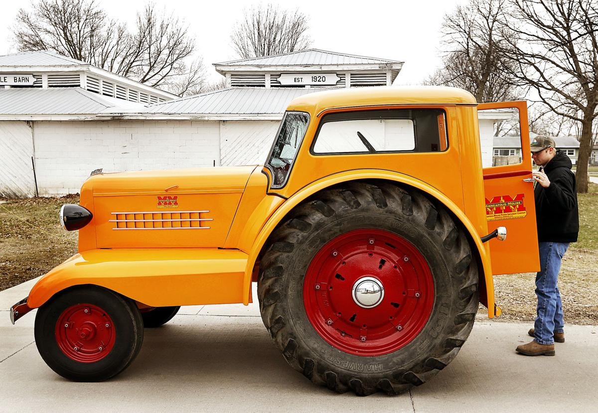 Minneapolis Moline Models : Photos rare tractors coming to mississippi valley