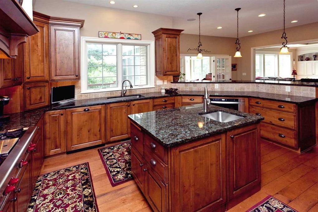 19270 kitchen.jpg