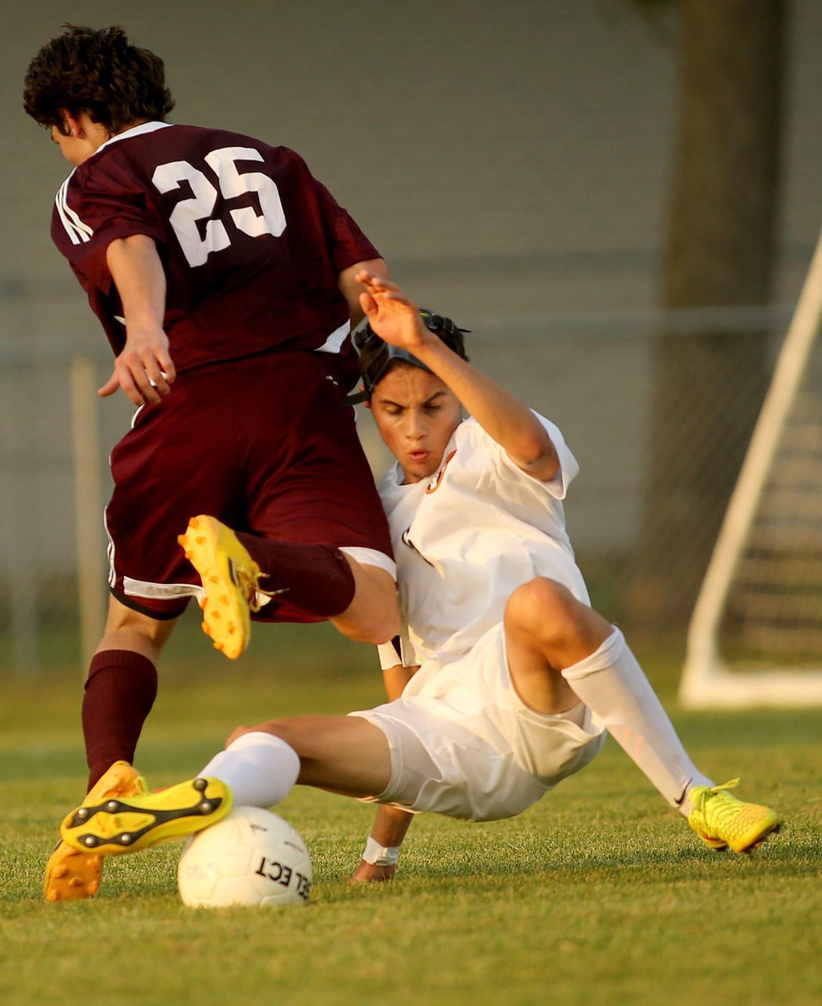 091217-UT-Moline-Boys Soccer-002
