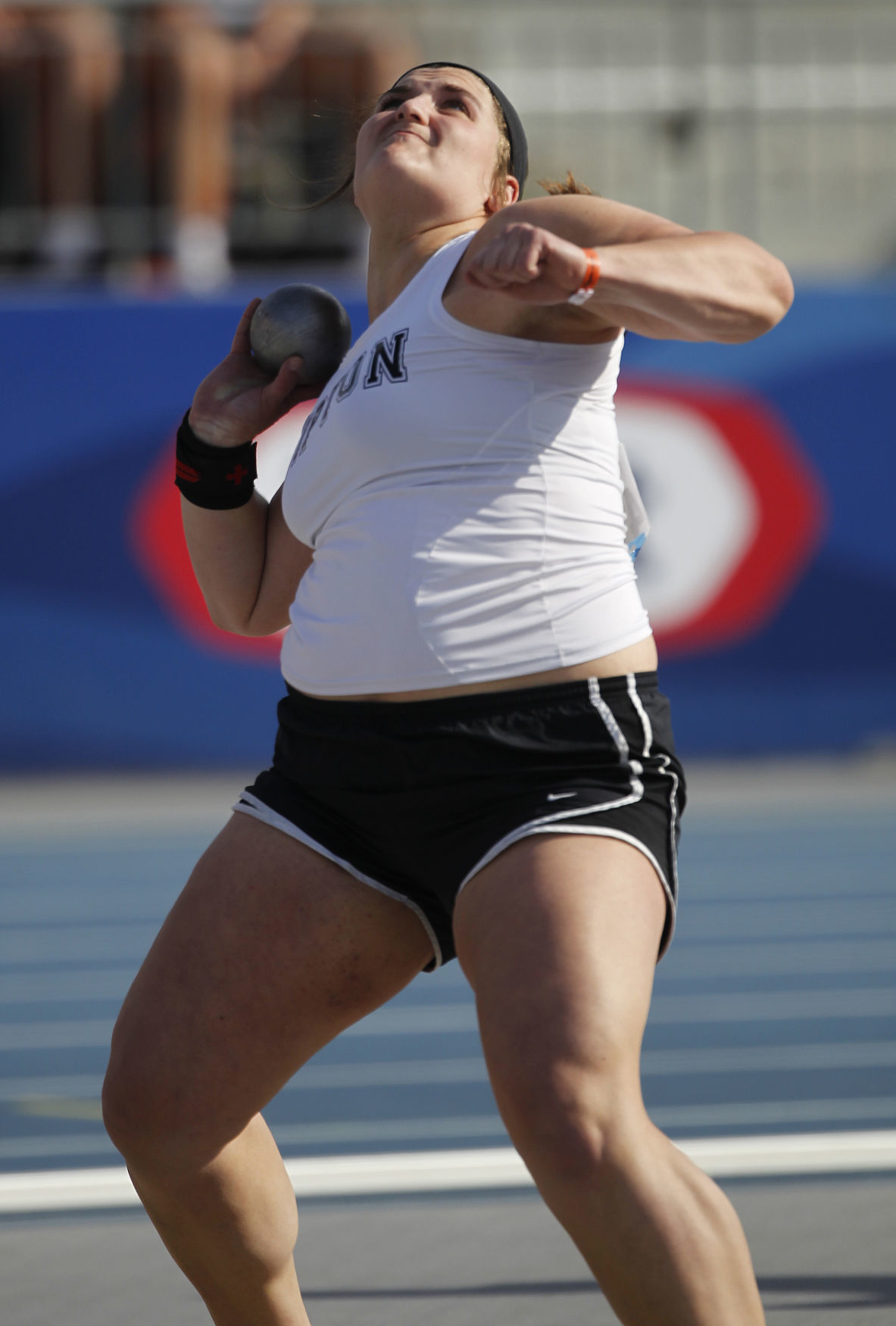 042618mp-Drake-Relays-Girls-Shot-Put-1