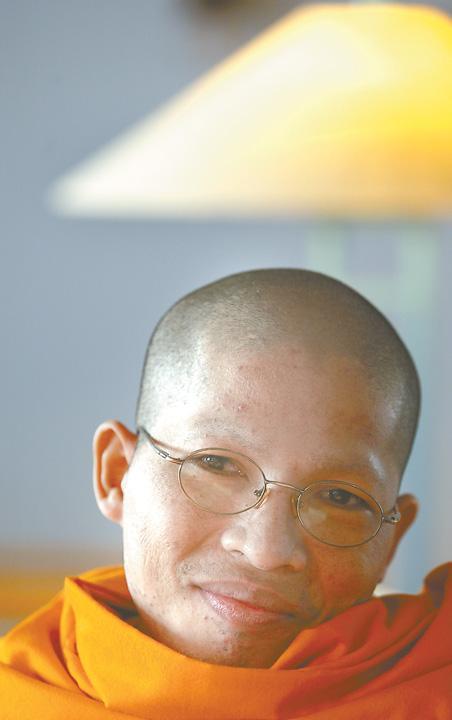 Dentist's quest brings monk to Q-C