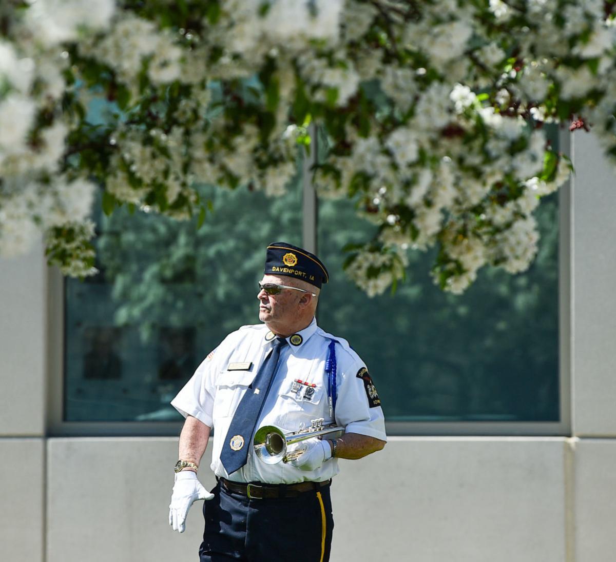 050420-qc-nws-policememorial-001