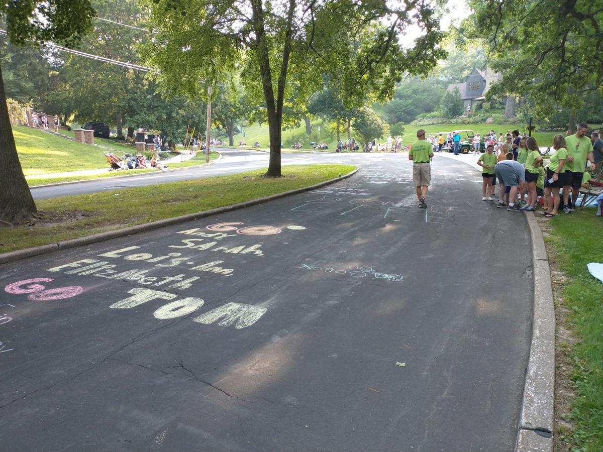 Chalk on road, Bix