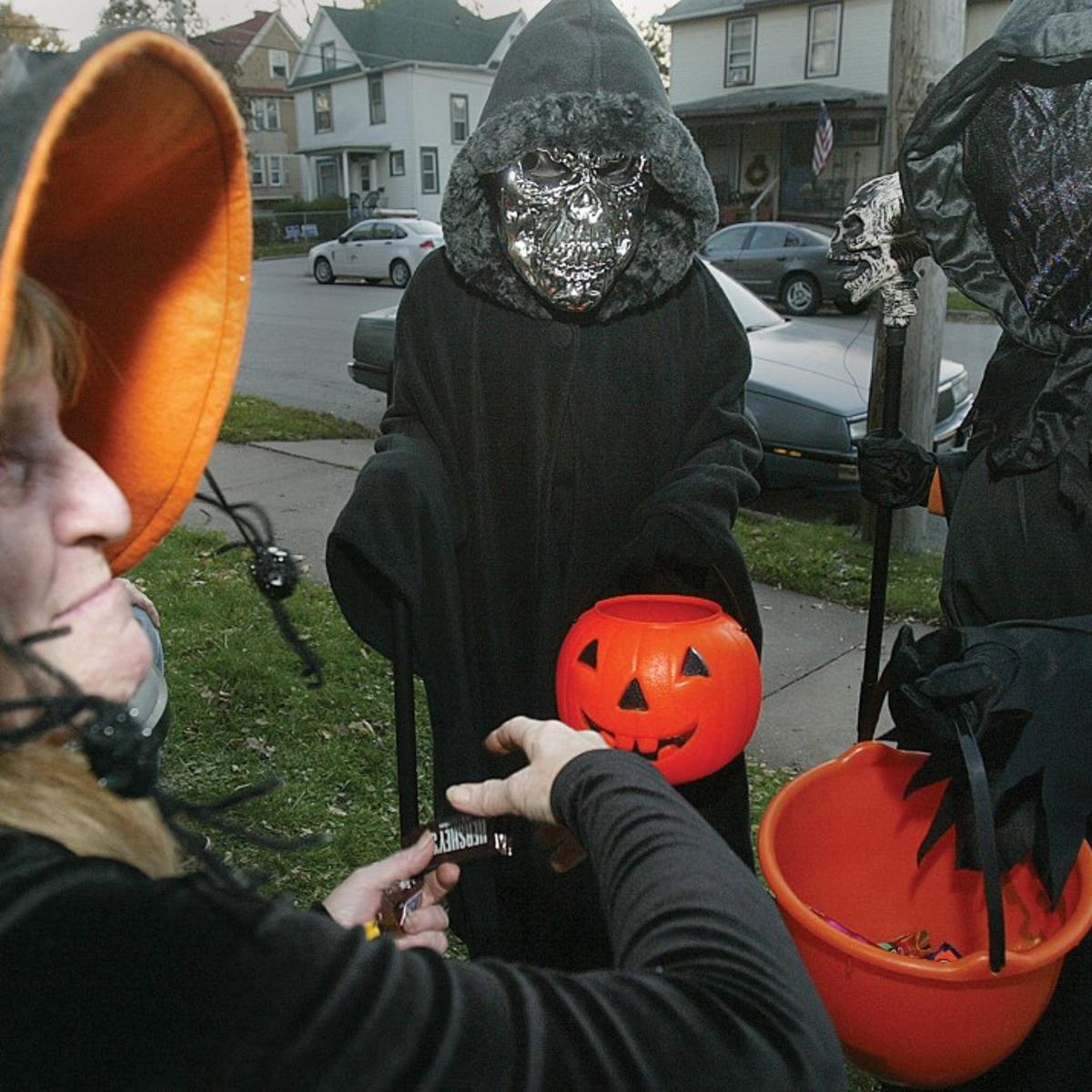 Davenport Halloween Collection Times 2020 Davenport discusses changing trick or treat hours | Local News