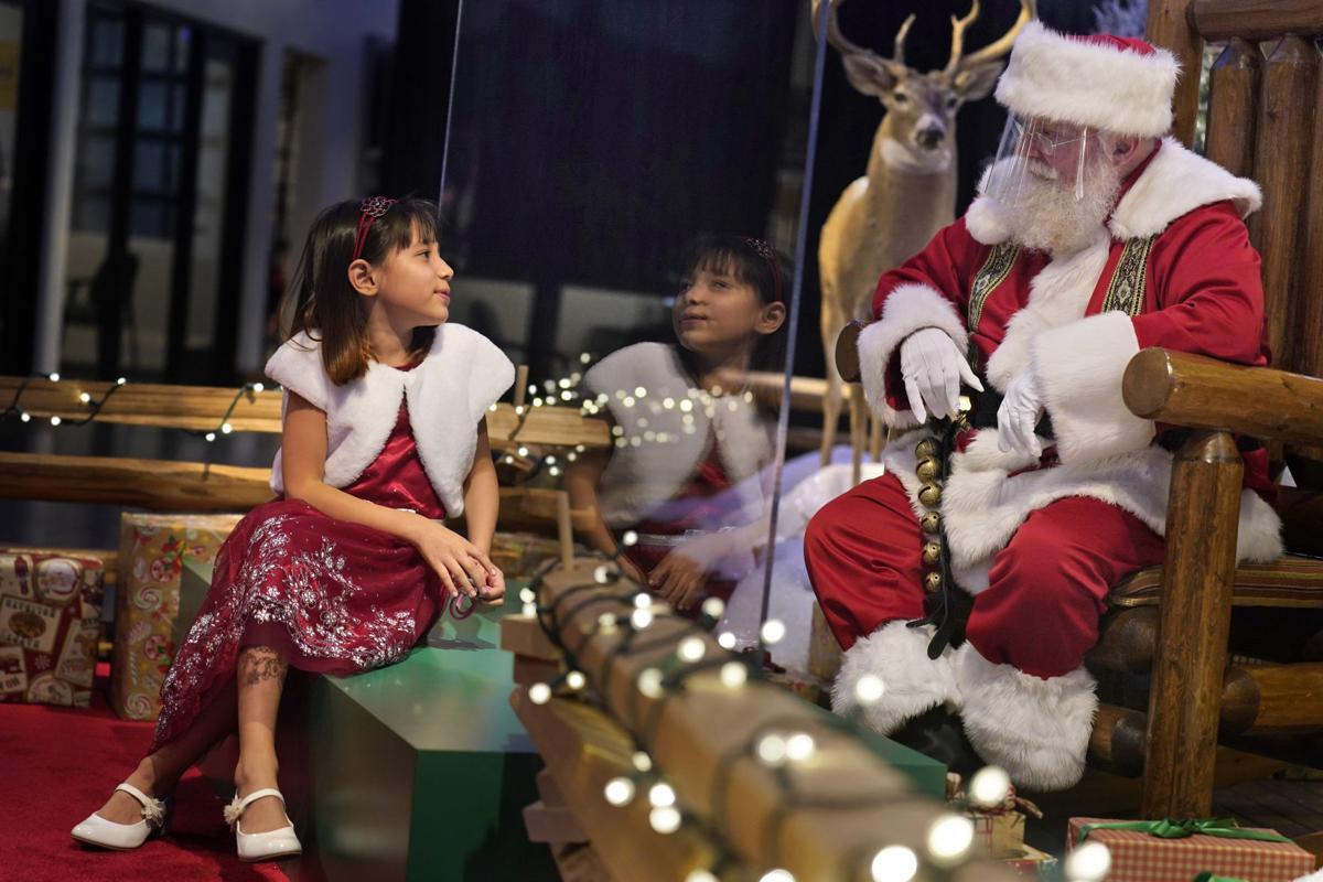 APTOPIX Virus Outbreak Mall Santas
