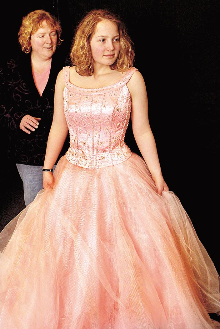 Dozens of vendors offer tips, coupons at prom fashion expo | Local ...
