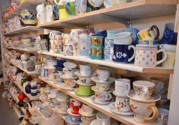 Hintermeister teapots-shelves.JPG