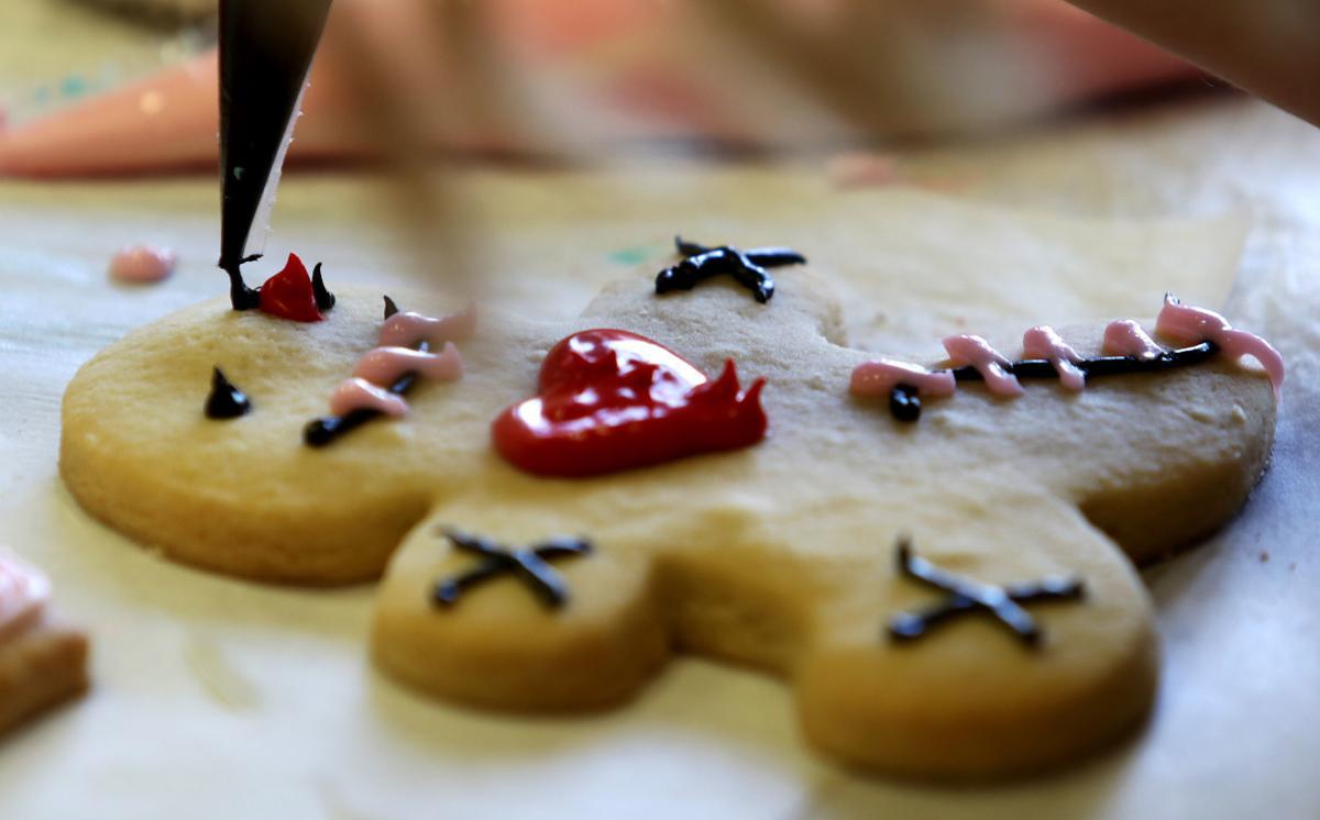 021118-Cookie-Decorating-017