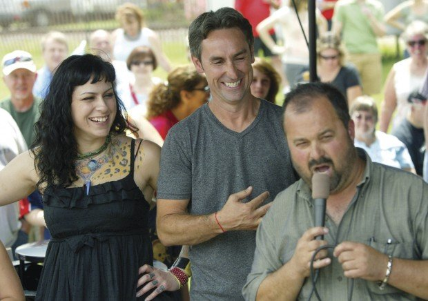 Are mike and danielle dating on american pickers